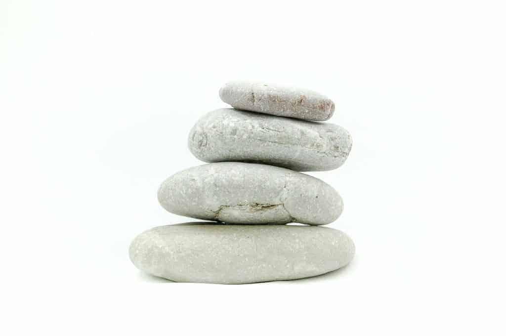 Zen Steine aufeinander gestapelt