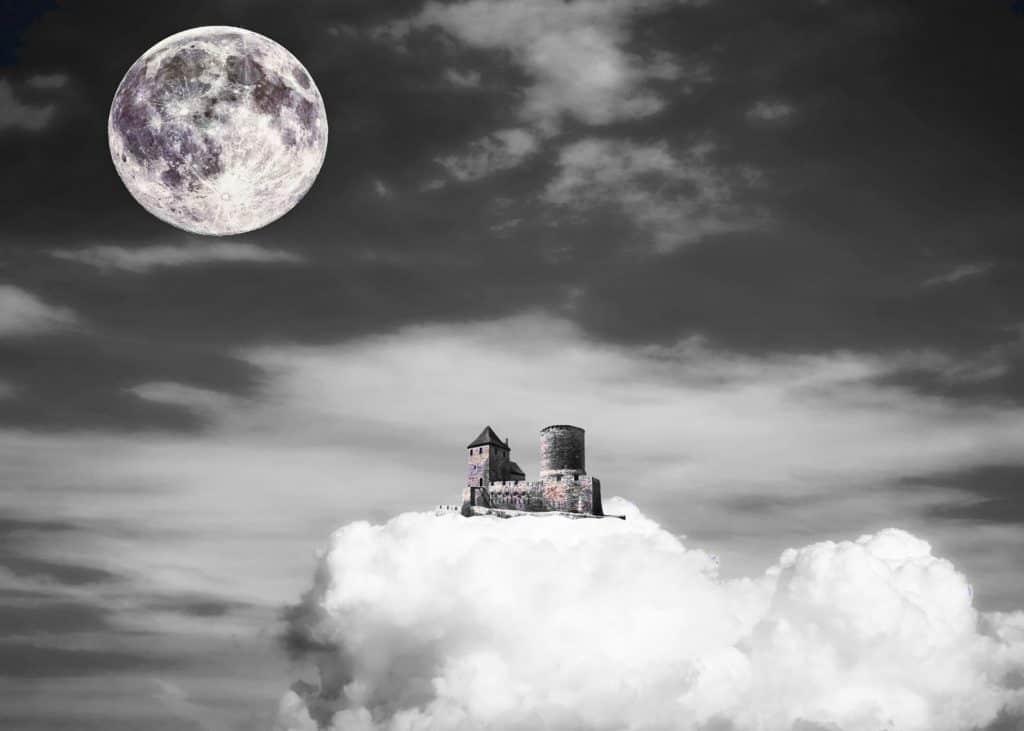 Schloss in den Wolken