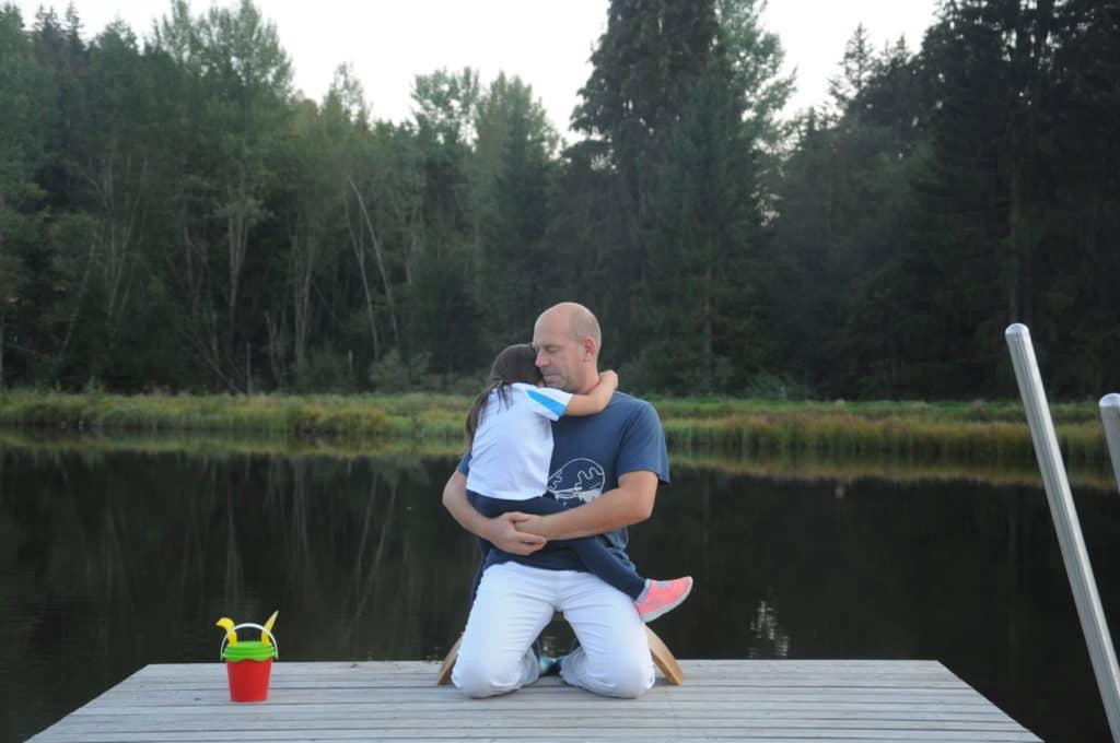 Carsten und Luna auf der Ombow Meditationsbank