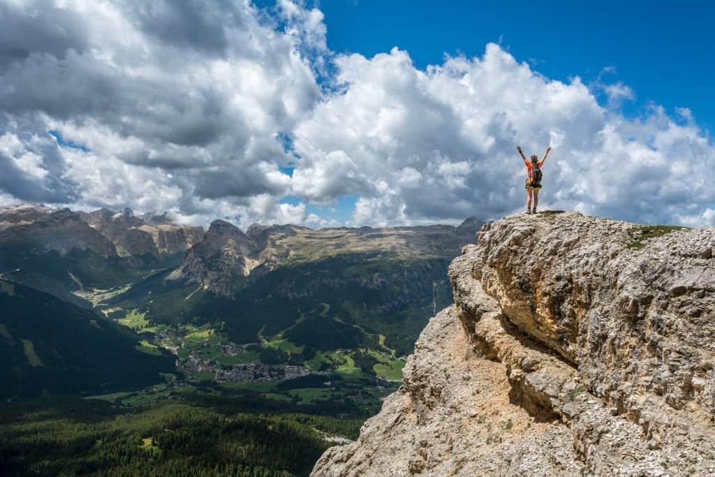 Ausblick vom Berg um dein Kronenchakra zu öffnen