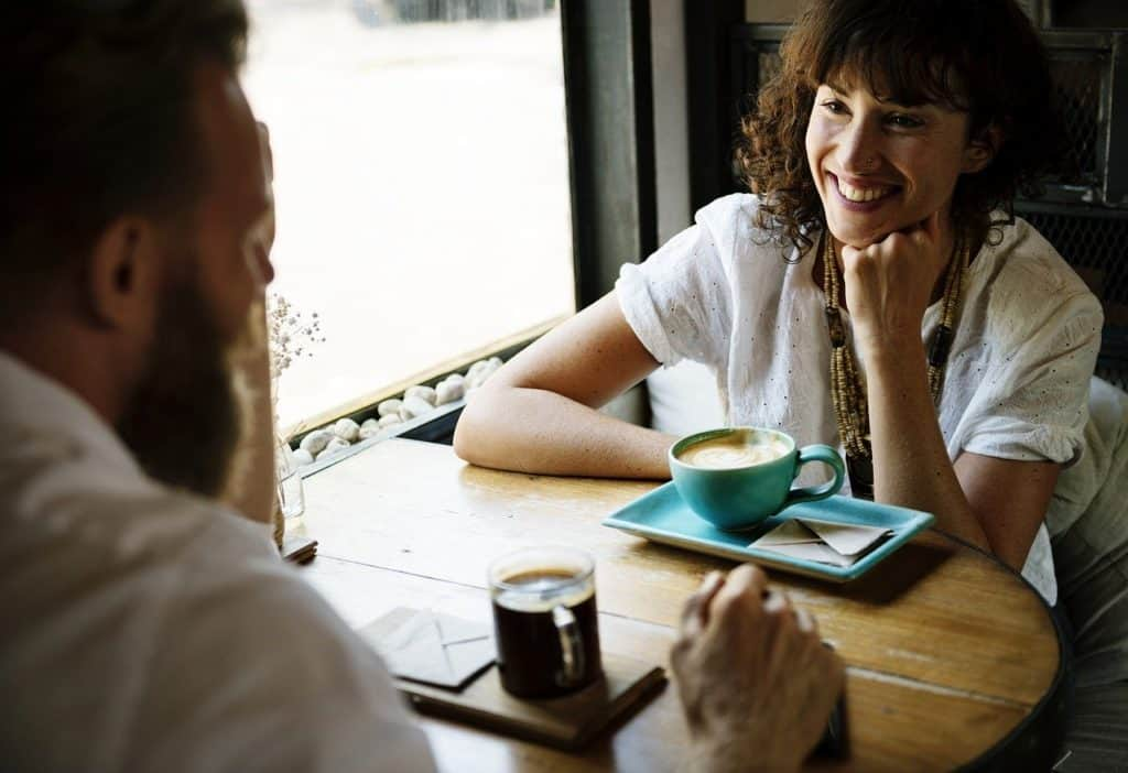 achtsames zuhören verbessert die Kommunikation