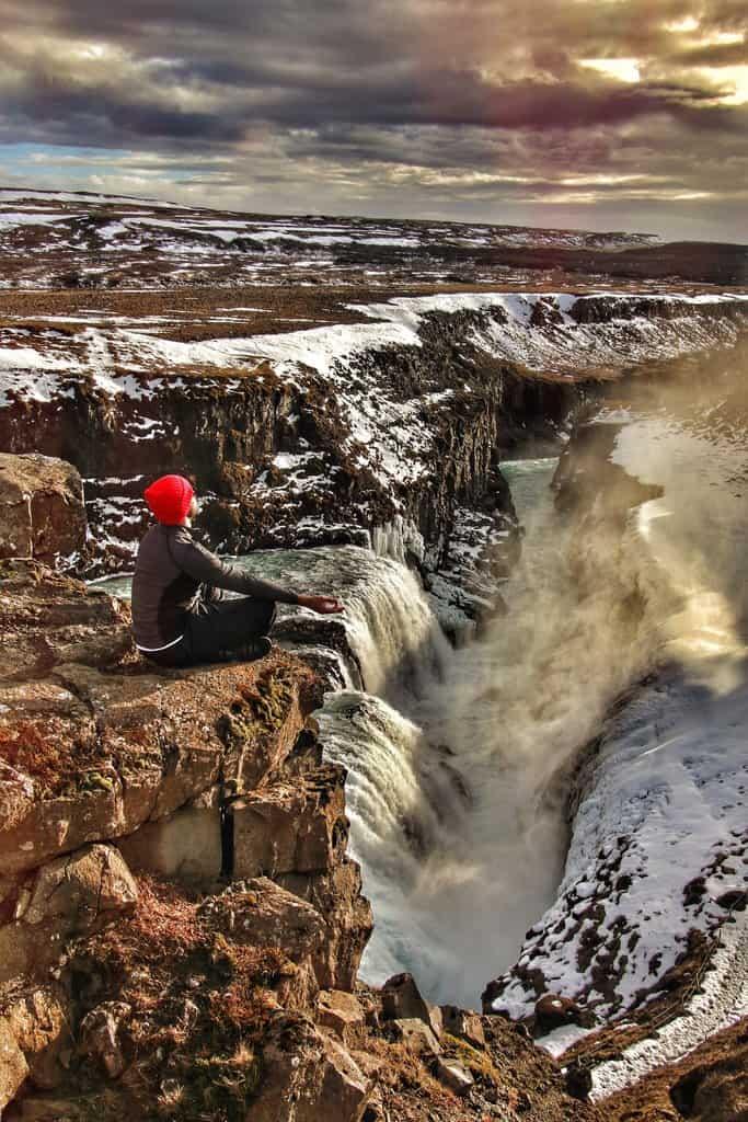 Bilder von Meditierenden Island Wasserfall
