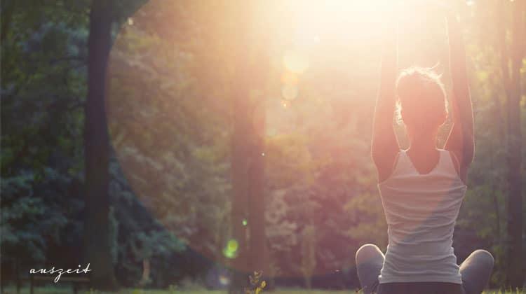 Frau-beim-Meditieren-mit-Sunflare