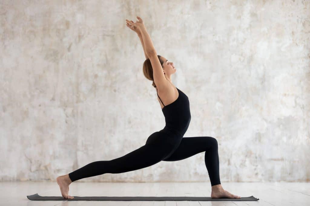 virabhadrasana_i_der_krieger_i_yoga_solarplexuschakra