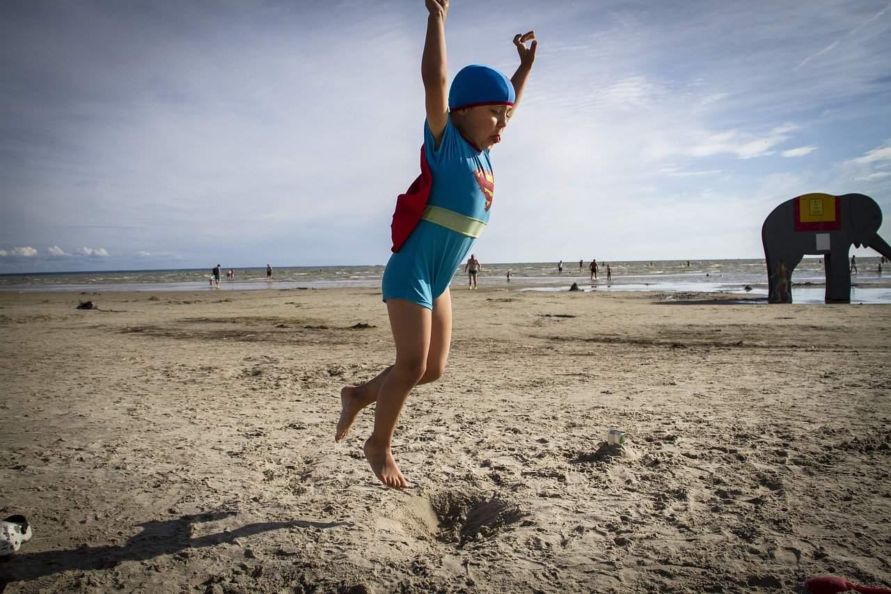 Superman Haltung als Achtsamkeitübung für Kinder