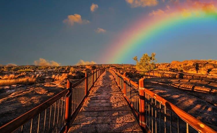 Regenbogen mit Chakrafarben